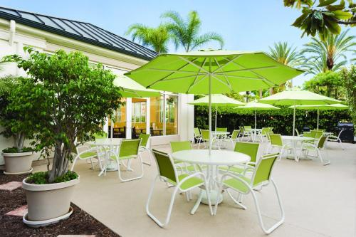 Hilton Garden Inn Anaheim/Garden Grove Photo