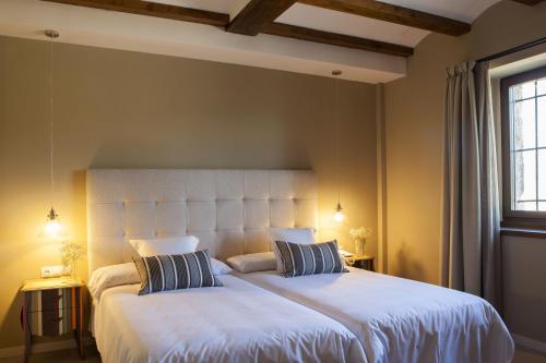 Double or Twin Room Hotel Mas De Cebrian 9