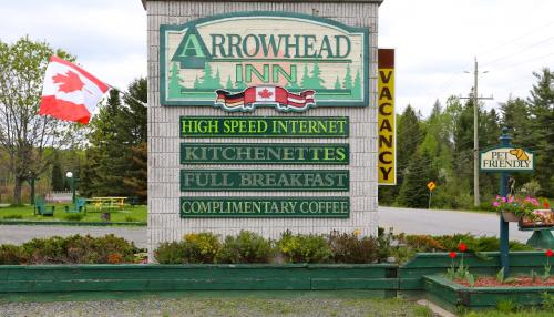 Arrowhead Inn - Huntsville, ON P1H 2J4