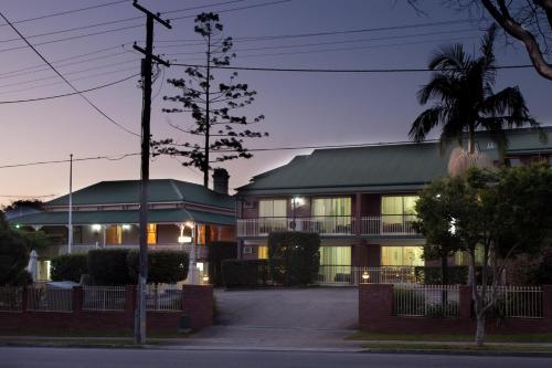 Aabon Holiday Apartments & Motel