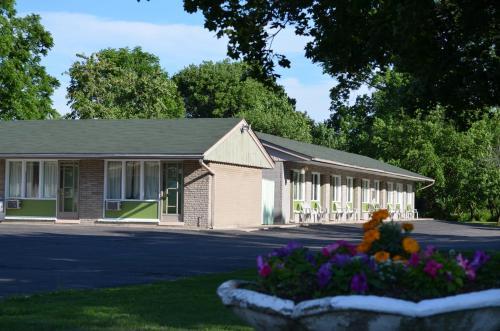 Mohawk Motel - Brantford, ON N3S 3S2