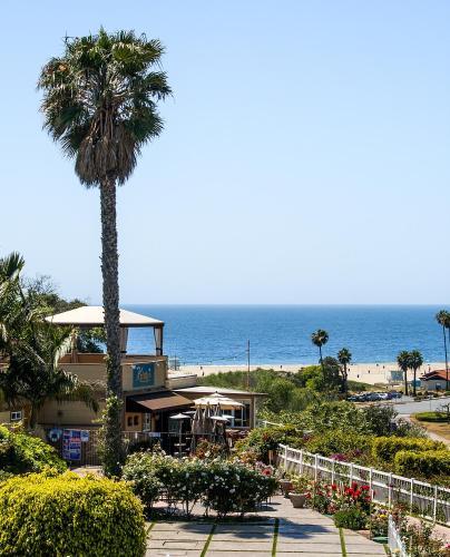 Malibu Country Inn Photo