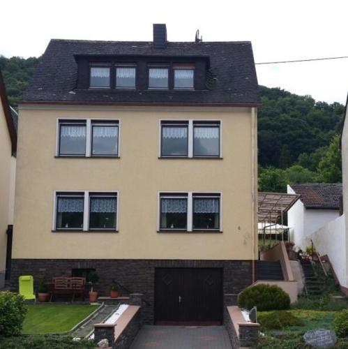 Gästehaus Burgberg, Weinhaus Fries