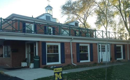 The University Inn Ann Arbor - Ann Arbor, MI 48104