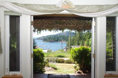 Enchanter Ocean View Suites - Madeira Park, BC V0N 2H1
