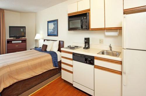 Candlewood Suites Salina - Salina, KS 67401