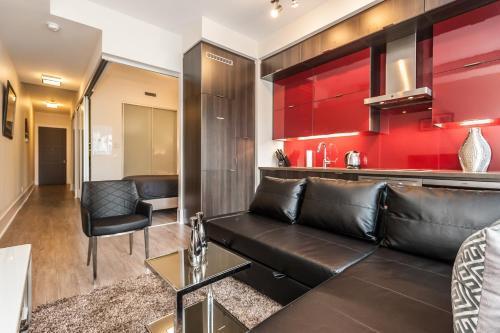 Life Suites Loft - Entertainment & Financial District - Toronto, ON M5V 0G5