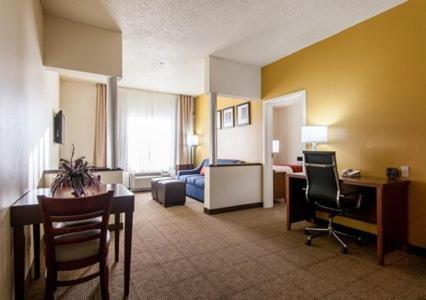 Comfort Suites Central / I-44 Photo