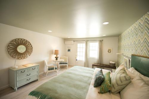 The Lodge On The Cove - Kennebunkport, ME 04046