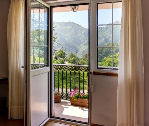 Superior Doppelzimmer mit Whirlpool-Badewanne Hotel Mirador del Sella 9