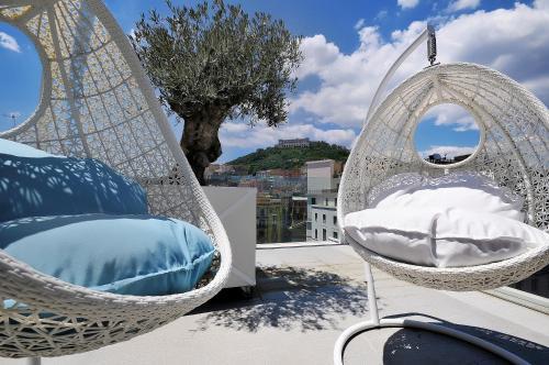 Via Armando Diaz, 44, 80134 Naples NA, Italy.