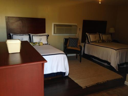 Pleasure Point Inn And Suites - Monticello, MS 39654
