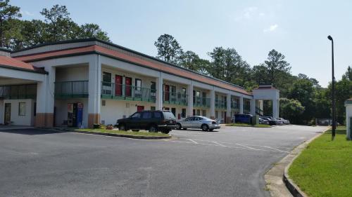 Relax Inn - Albany, GA 31705