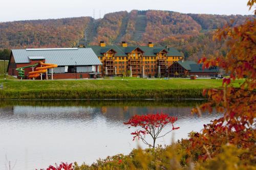 Hope Lake Lodge & Indoor Waterpark