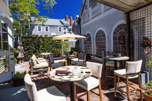 Sage Inn and Lounge Photo