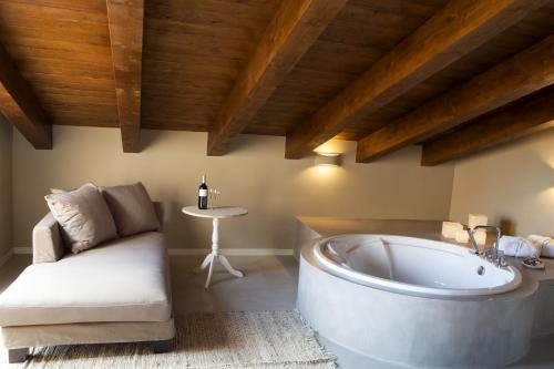 Suite Junior con terraza Hotel Mas De Cebrian 9
