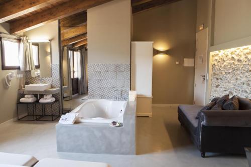 Junior Suite with Terrace Hotel Mas De Cebrian 7