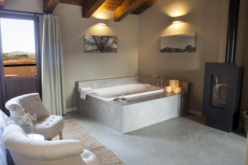 Suite Junior con terraza Hotel Mas De Cebrian 5