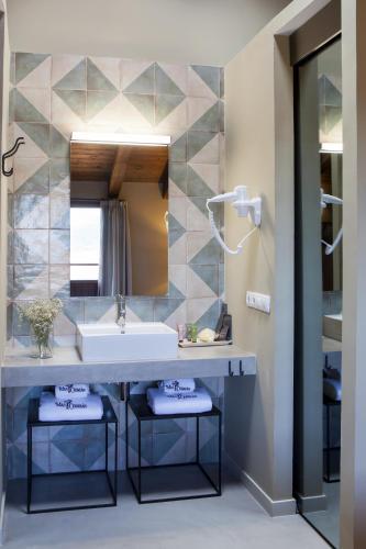 Suite Junior con terraza Hotel Mas De Cebrian 4