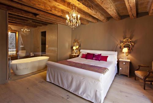 Superior Room La Vella Farga Hotel 12