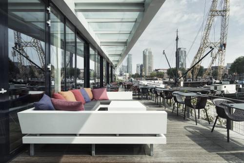 Mainport hotel review rotterdam netherlands telegraph for Mainport design hotel leuvehaven 77 rotterdam