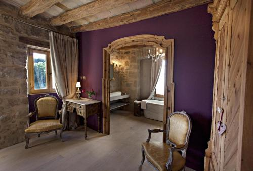Double or Twin Room with Mountain View La Vella Farga Hotel 9