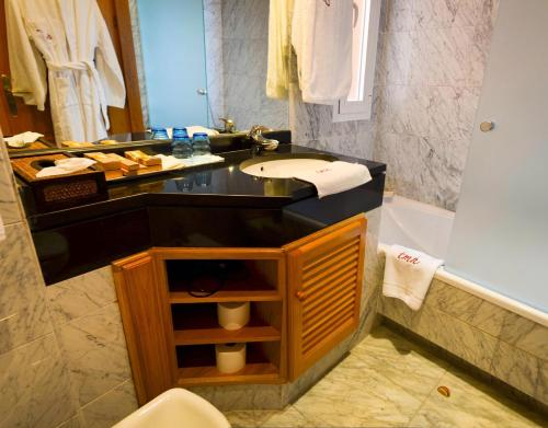 Superior Double Room with Sea View The Marbella Heights Boutique Hotel 4