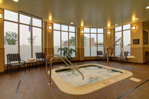 Hilton Garden Inn Woodbridge Photo