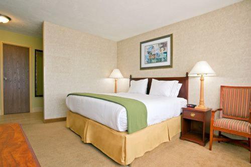 Holiday Inn Express Cincinnati West Photo