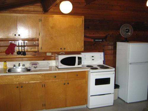 Sylvan Motel - Quesnel, BC V2J 2Y2