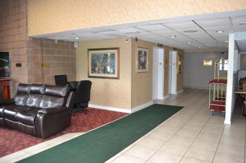 Red Carpet Inn & Suites South Plainfield/Piscataway Photo