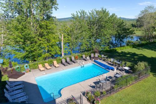 Hotel & Suites Lac-Brome Photo