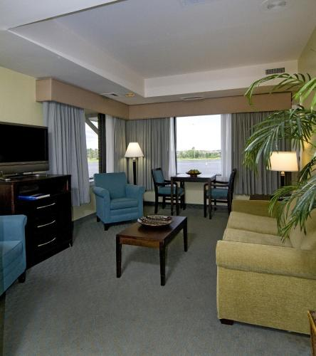 Best Western Plus Coastline Inn Photo