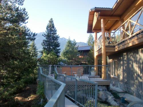 Greenwood Country Inn - Pemberton, BC V0N 2L0