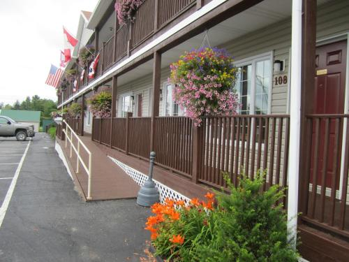 Bishops Country Inn Motel - Jackman, ME 04945