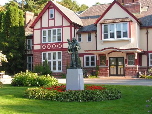 Franciscan Guest House - Kennebunk, ME 04043