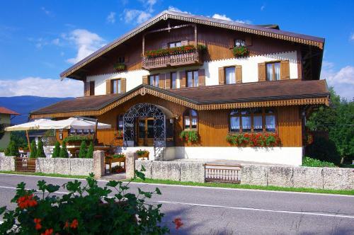 Hotel albergo rutzer asiago da 160 volagratis for Albergo rutzer asiago