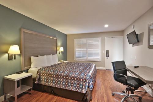 Hotel 414 Anaheim Photo