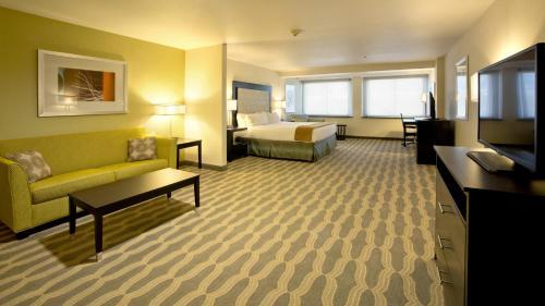 Holiday Inn Express & Suites Colorado Springs Central - Colorado Springs, CO 80905