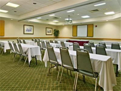 Ramada By Wyndham Macon - Macon, GA 31206