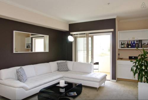 Luxury Apartment Near The Grove Photo