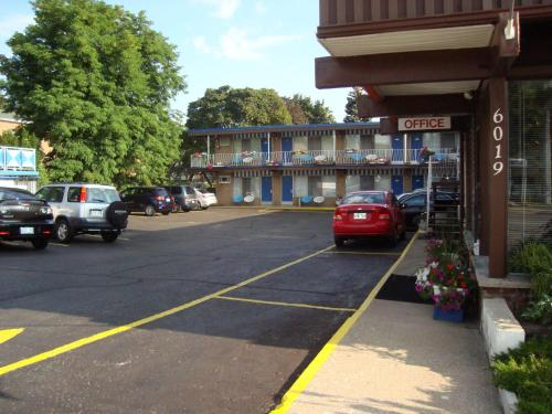 Advance Inn - Niagara Falls, ON L2G 1T2