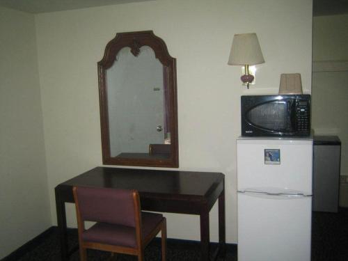 Budget Inn Carlisle - Carlisle, PA 17013