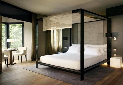 Suite con aparcamiento y vistas a la ciudad Hotel Omm 8