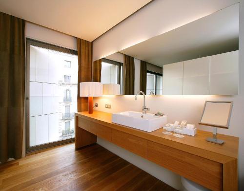 Suite con aparcamiento y vistas a la ciudad Hotel Omm 10