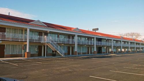 Motel 6 Brunswick - Brunswick, GA 31520