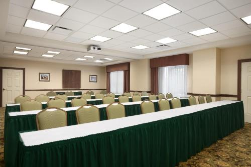 Country Inn & Suites By Radisson State College - State College, PA 16801