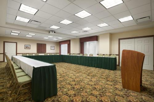 Country Inn & Suites by Radisson, State College (Penn State Area), PA Photo