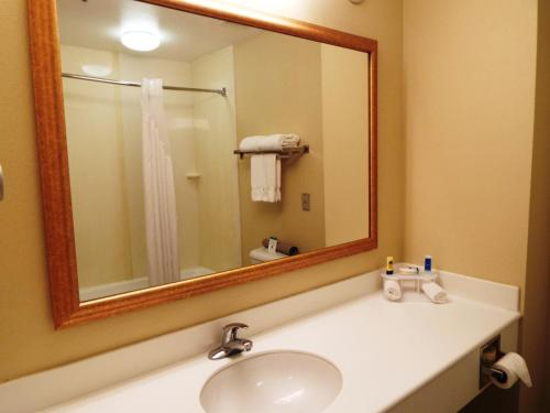 Rodeway Inn and Suites 29 Palms near Joshua Tree National Park Photo