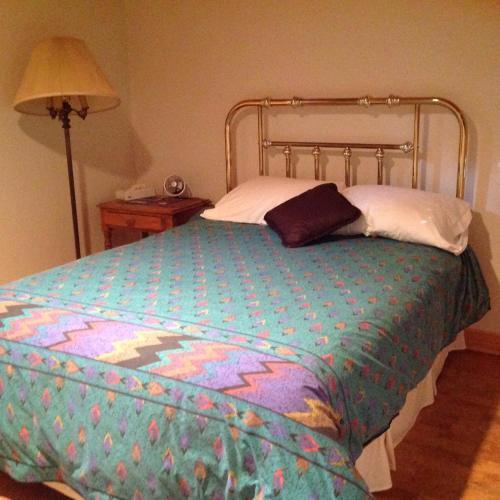 Modern Bungalow Bed And Breakfast - Belleville, ON K8N 5Y6